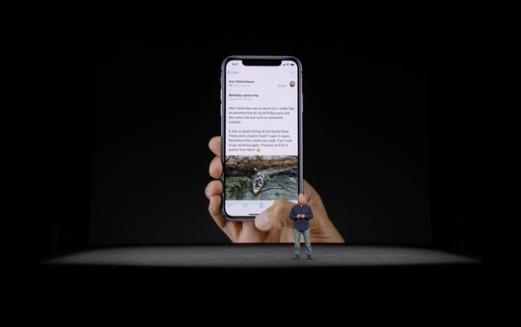 iPhone Xでホーム画面に戻る場面