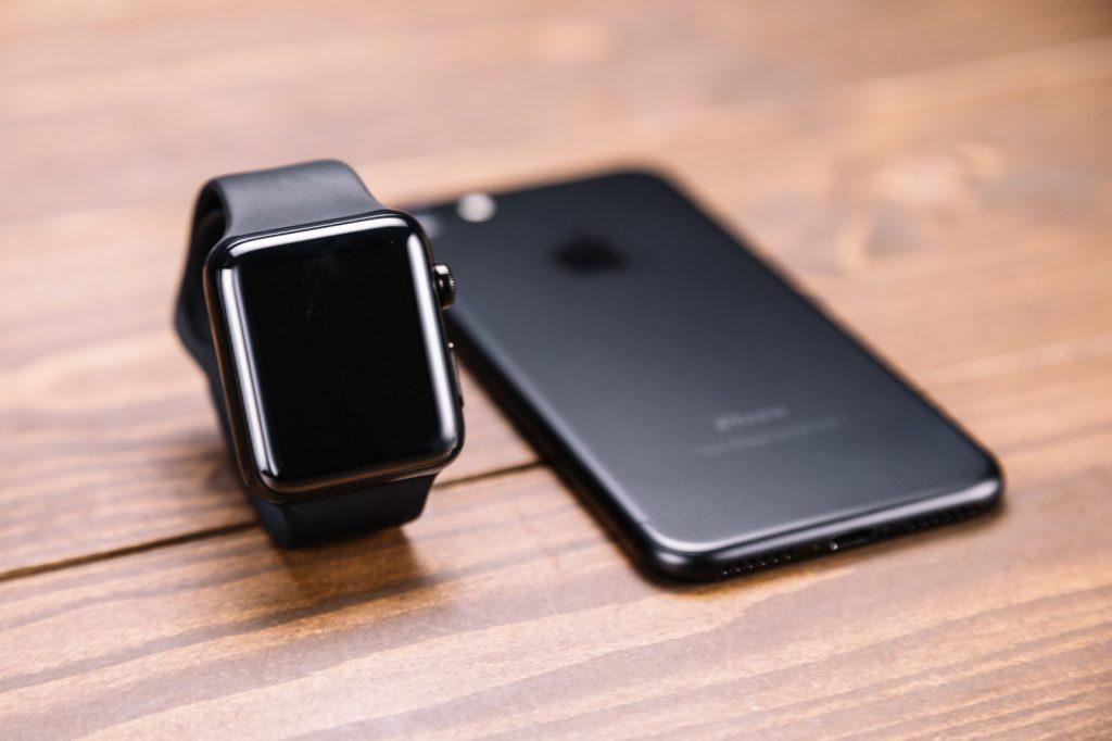 Apple WatchとiPhoneの画像